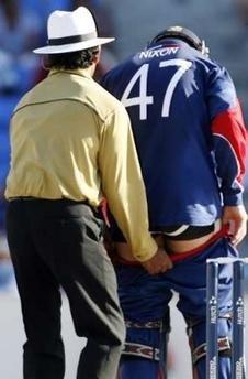 Opppss!! Naughty Umpire!!
